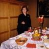 Anna Johannessen tilbúin með hlaðborð eftir bænastund í Dómkirkjunni nóvember 2003